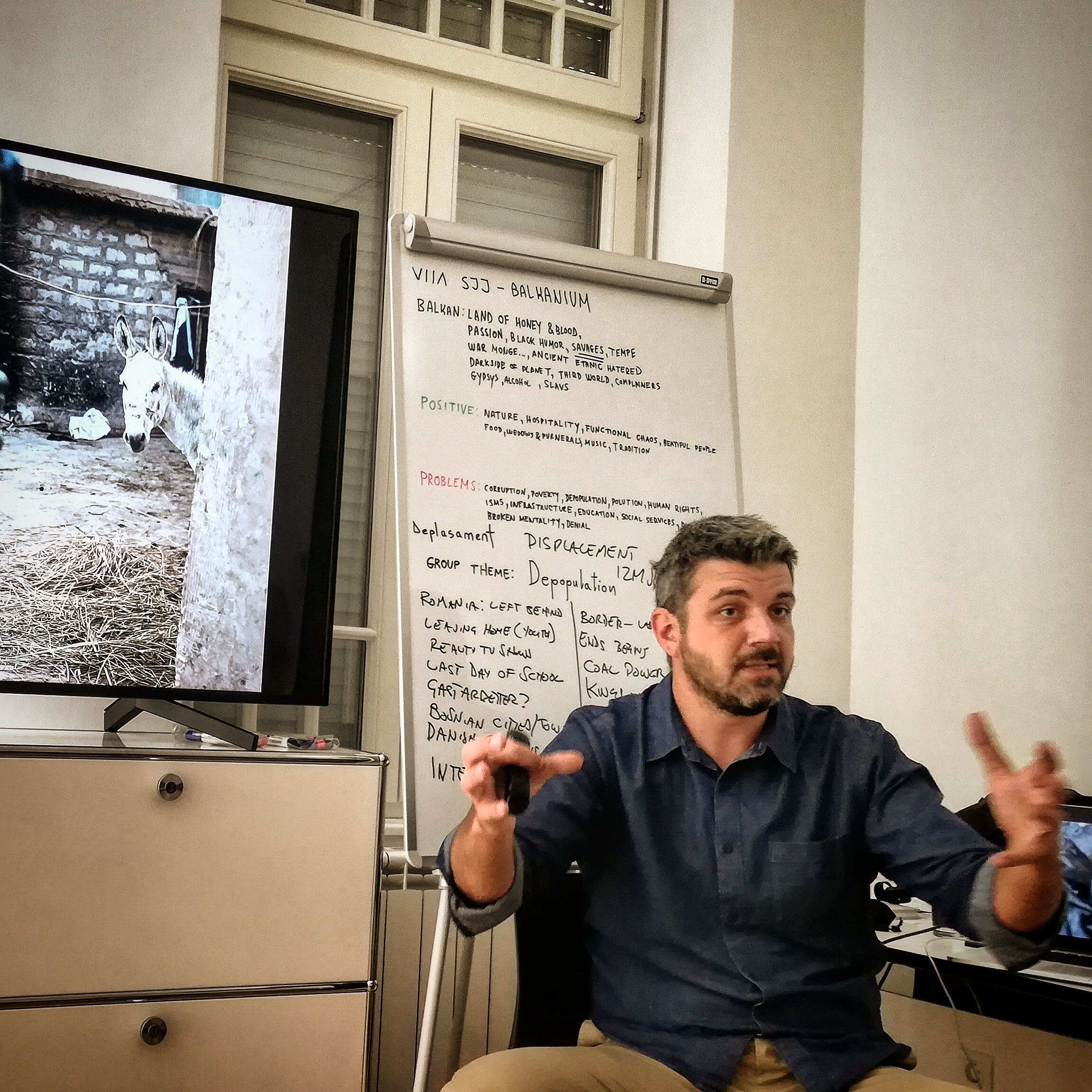 Marko Drobnjakovic lecturing on the transition from news to long form documentary photography. ©Nerma Sofic