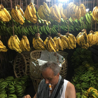 Schwartz reloading under Pathein bananas. Oct 2019 © Philip Blenkinsop / VII