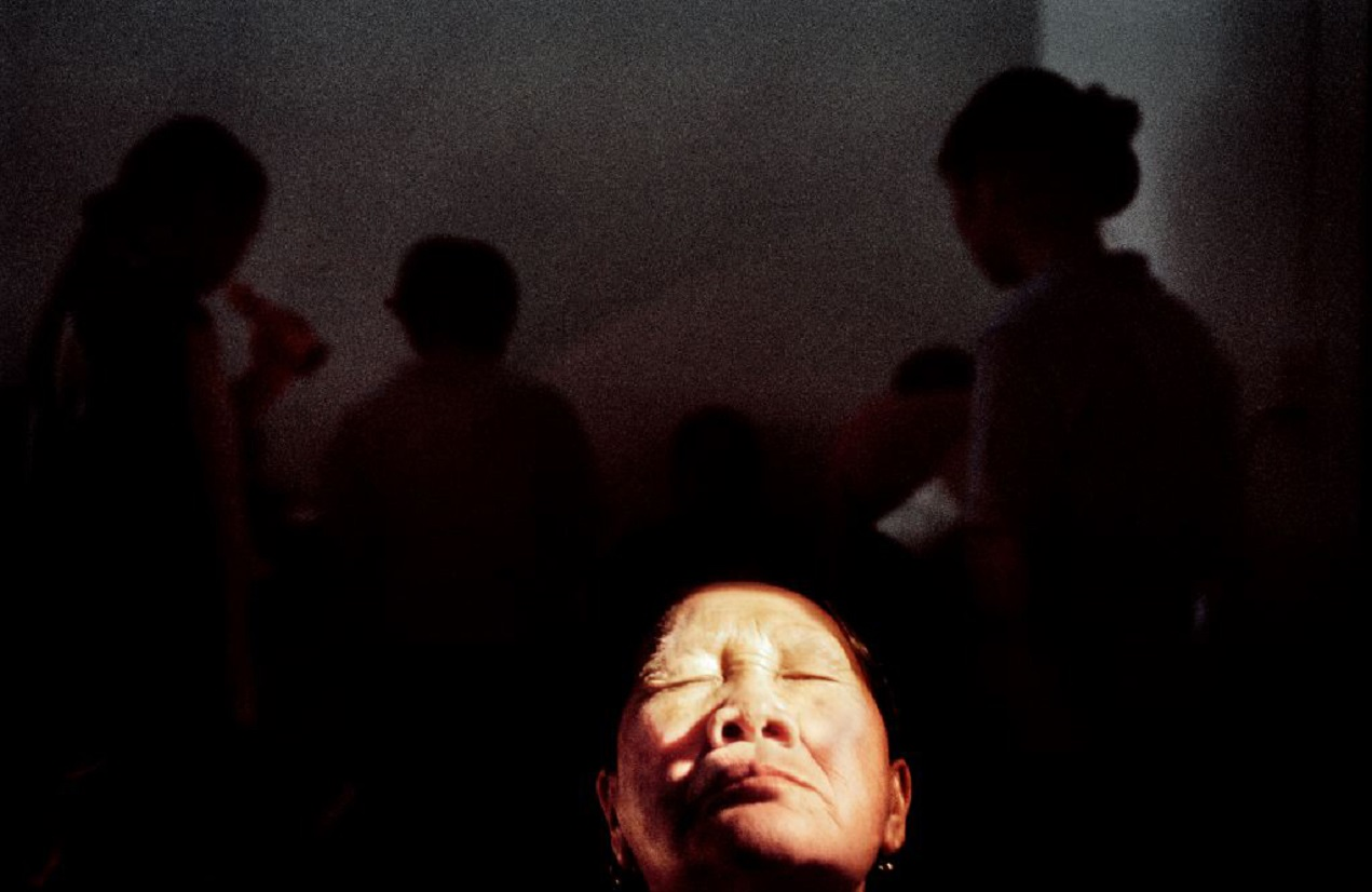 In the Lampang regional hospital of Wuang Nua, a person is photographed before her cataract appointment. Thailand, November 2005. ©Stefano De Luigi / VII